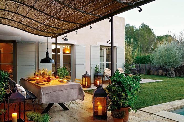 Терраса с садовыми фонарями