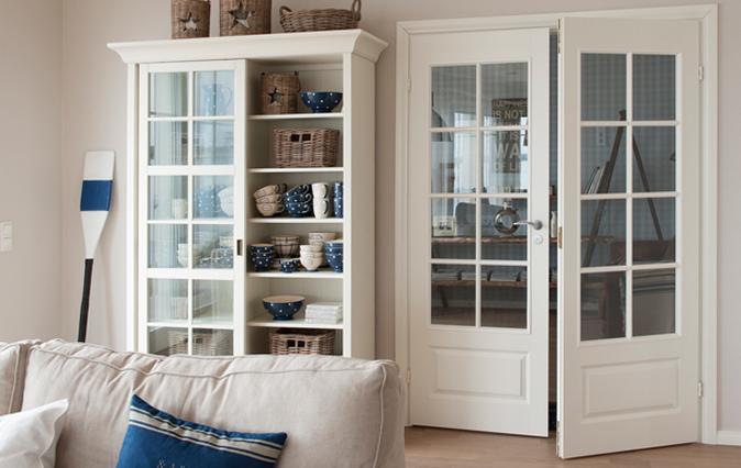 Межкомнатные двери с стеклом в комнате без окон